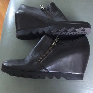 Aerosoles Heel Rest NWOT Wedge Booties SZ 8